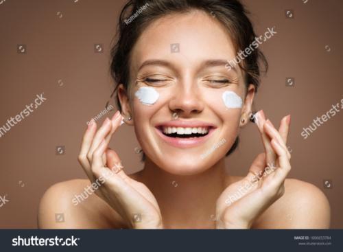 Crème anti-rougeurs pour les peaux sensibles et sensibles à la rosacée